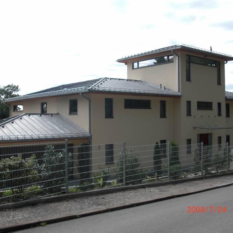Neubau eines Wohnhauses mit Doppel-und-Tiefgarage und 2 Einliegerwohnungen